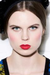 В стиле Chanel: яркие идеи для праздничного макияжа